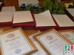 Награждение стипендиатов и грантообладателей