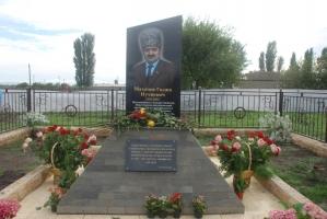 В Хамзаюрте открыт памятник Гаджи Махачеву